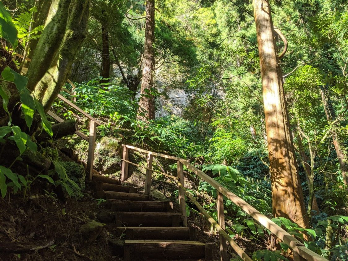 Playground Earth l Grueling stairs to the waterfall