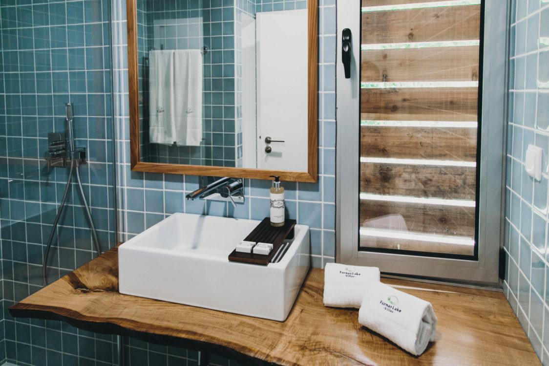 PGE l Furnas Lake Forest Living l Oak Studio bathroom