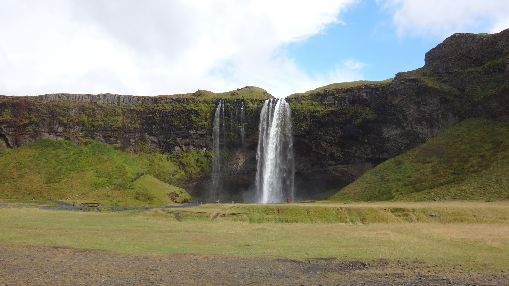 PGE l Iceland l Seljalandsfoss Waterfall | Our four favorite Iceland waterfalls